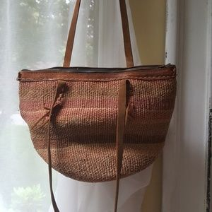 Handbags - Beautiful zippered woven and leather bag